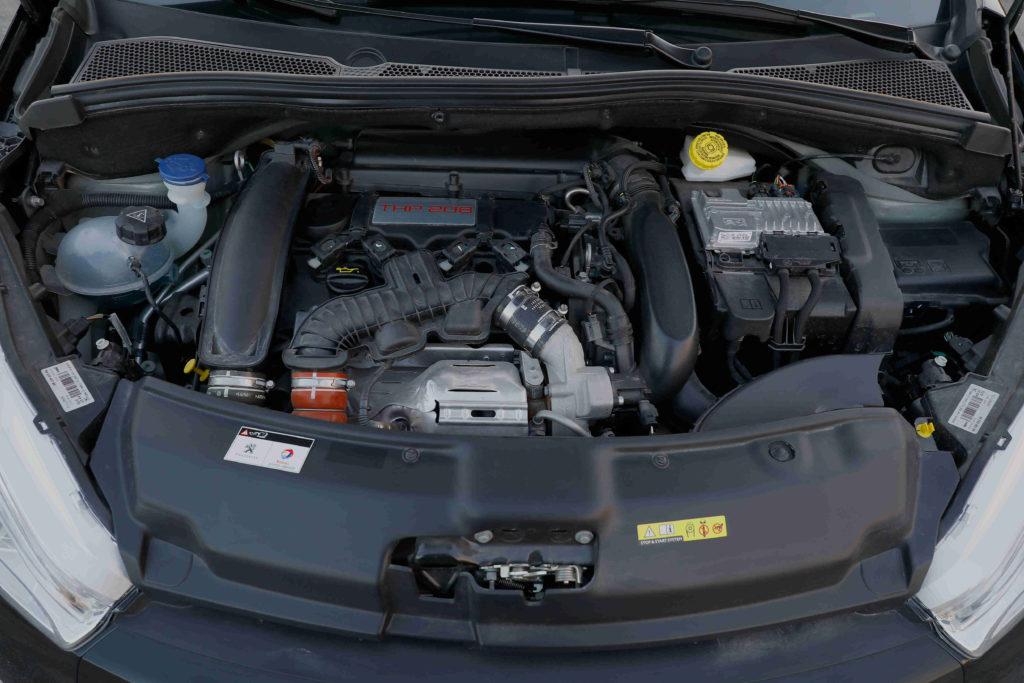 Für den Zahnriemenwechsel beim Peugeot 206 CC fallen Kosten je nach Arbeitsaufwand an