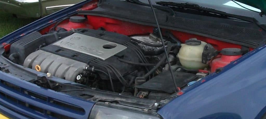 Der Zahnriemenwechsel beim VW Golf 3 erfordert einen gewissen Arbeitsaufwand