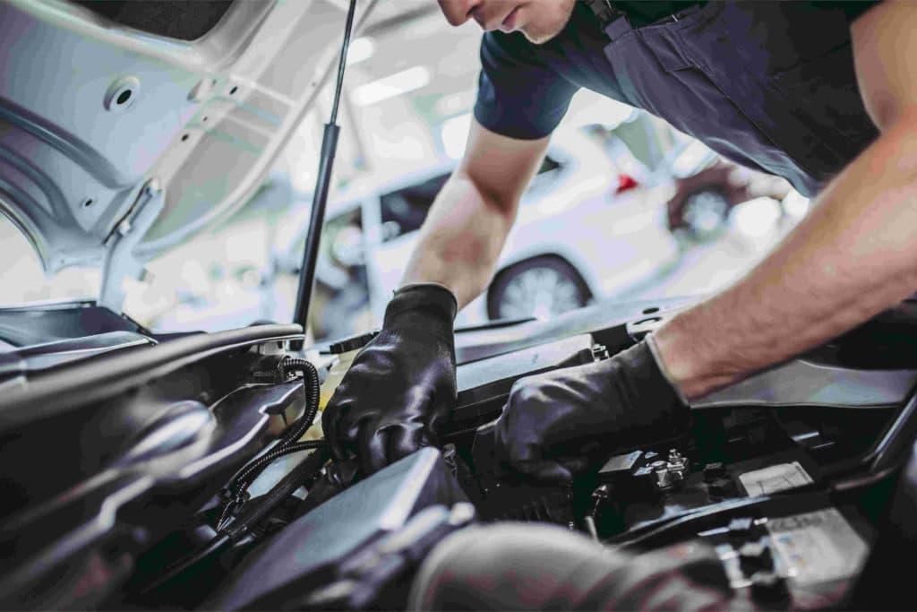 Beim Zahnriemenwechsel beim Renault Megane variieren die Kosten je nach Motortyp