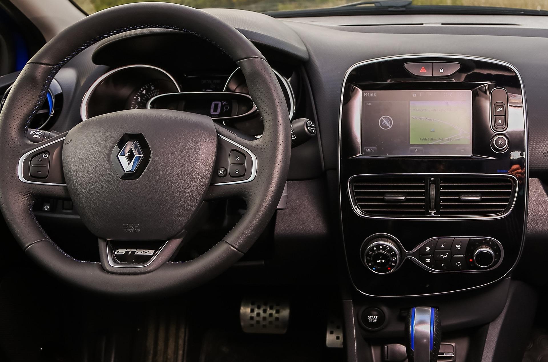 Renault Clio Cockpit mit Kontrollleuchten