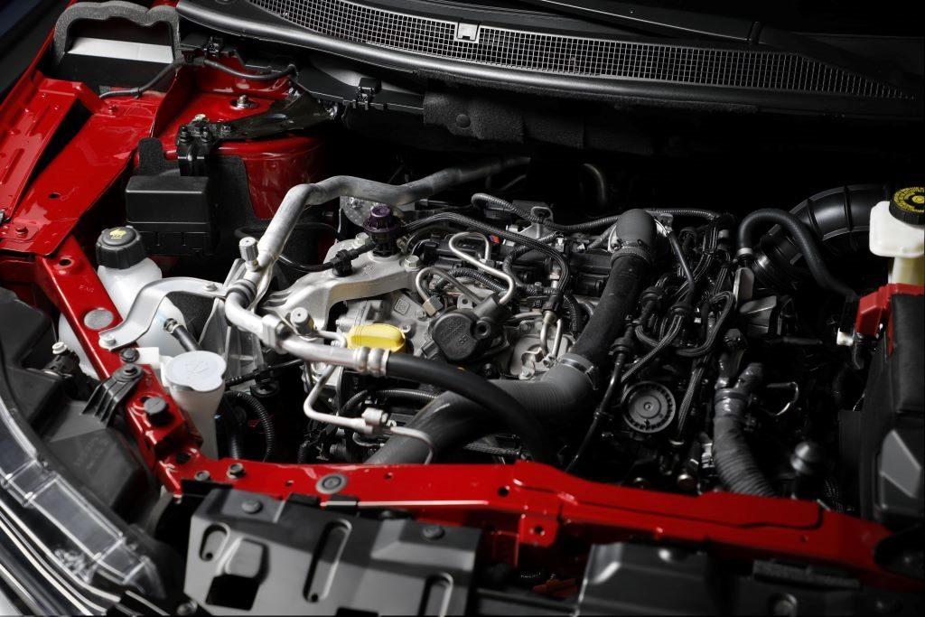Zahnriemenwechsel beim Nissan Qashqai - Innenansicht Benzinmotor