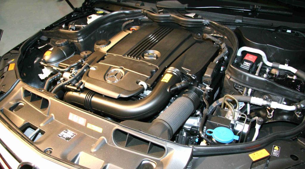 Der Zahnriemenwechsel bei der Mercedes C-Klasse fällt nicht an, weil die Motoren eine Steuerkette haben
