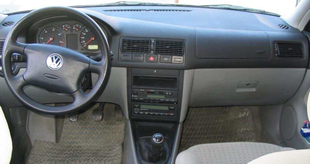 Beim VW Golf 4 stehen wahlweise feste oder flexible Inspektionsintervalle zur Wahl