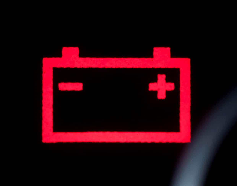 Defekte Lichtmaschine an der Batterie-Warnleuchte erkennen