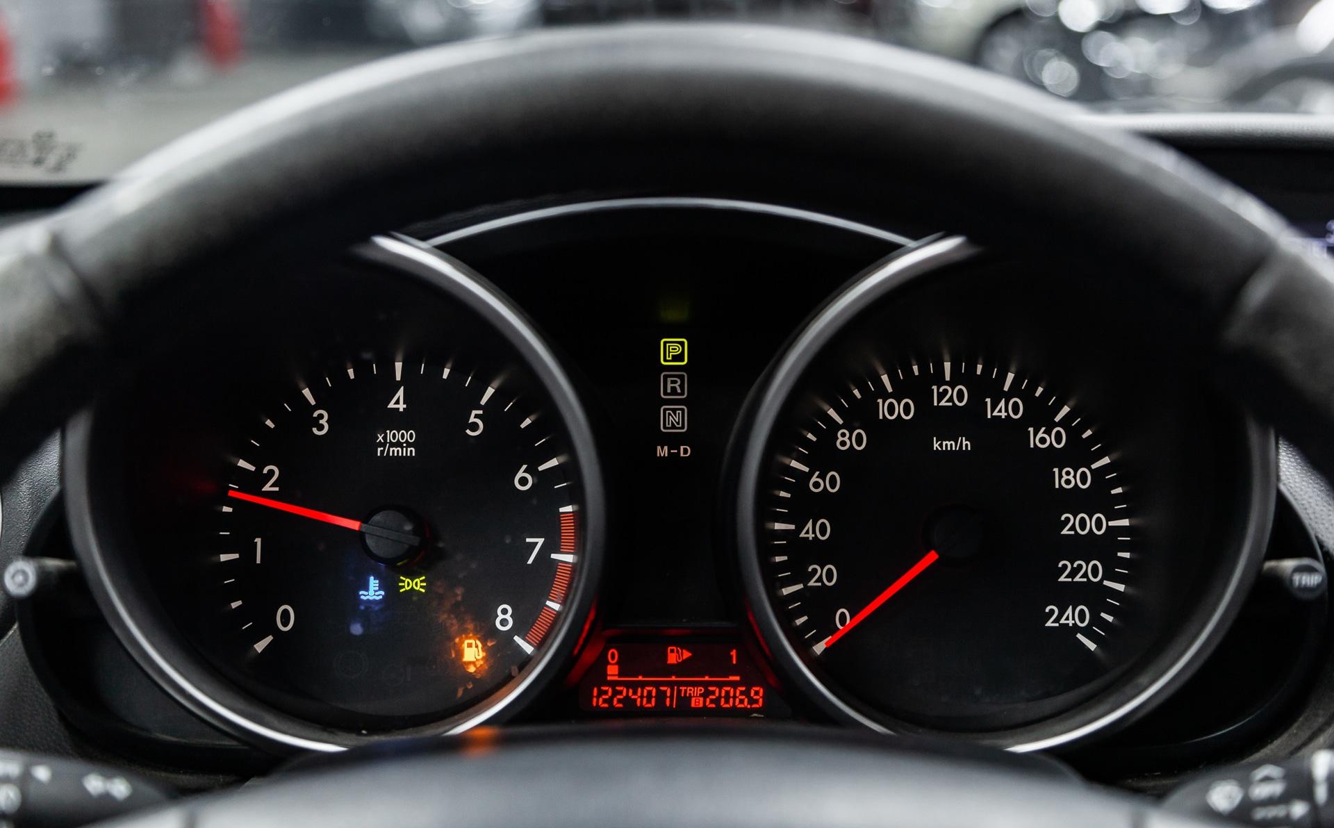 Mazda 5 Cockpit mit Kontrollleuchten