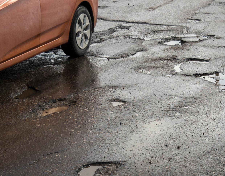Fahrbahnschäden belasten die Spurstangenköpfe