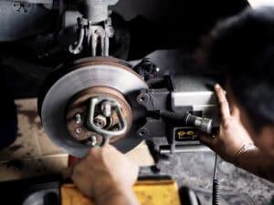 Bremsen wechseln hinten beim Renault Megane