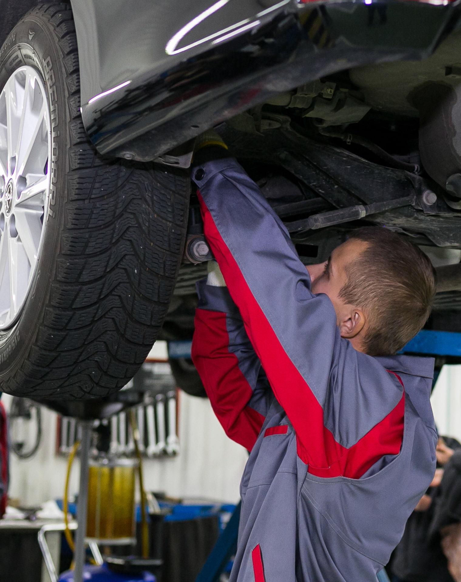 Kfz-Mechaniker Reparatur ABS-Sensor