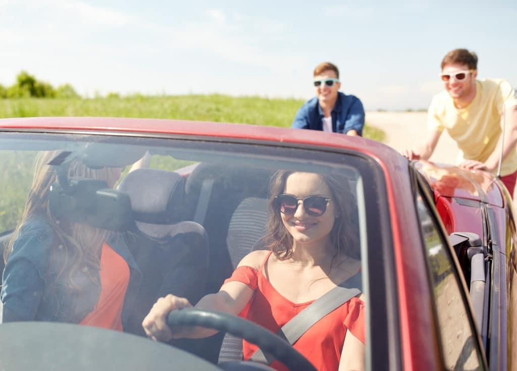bei defektem Anlasser: Auto anschieben und starten