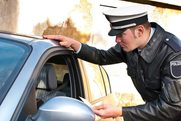 Fahren ohne TÜV Polizeikontrolle