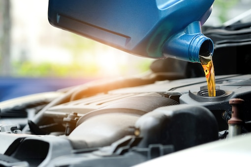 Befüllen des Motors mit Motoröl