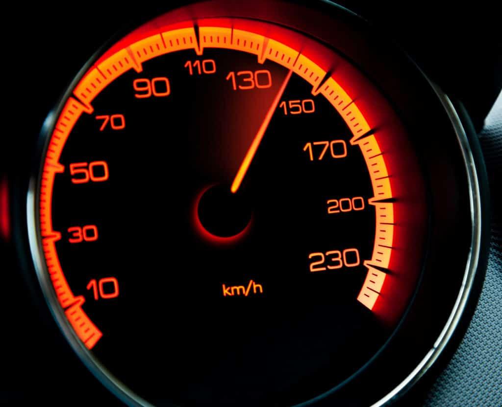 Wenn die Höchstgeschwindigkeit sinkt, dann kann das ein Zeichen für einen defekten Turbolader sein