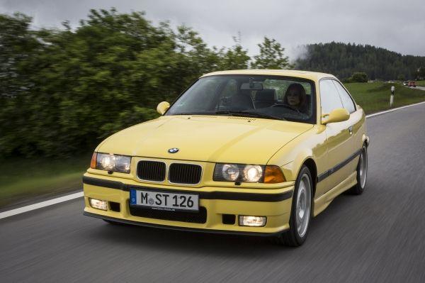 Inspektion eines BMW der 3er Reihe vom Typ E36