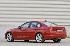 Inspektion einer BMW 3er Limousine vom Typ F30 im Jahr 2011