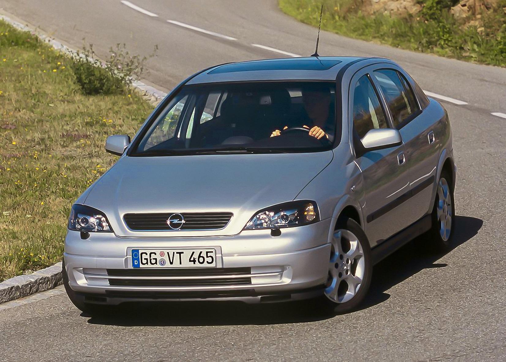 Inspektion bei einem Opel Astra der G-Bauphase