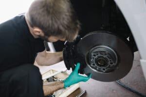 VW T-Roc (A11) Bremsbeläge hinten wechseln